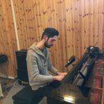 Il pianista Enrico Merlin in studio